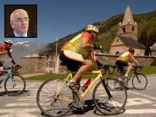 Dochter Sylvia gaat nog één keer de Alpe d'Huez op, met de as van haar vader Hans