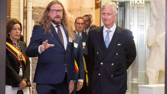 """Koning bezoekt expo Johan Tahon in Oudenaarde: """"Het was een hartelijke babbel met een echte kunstliefhebber"""""""
