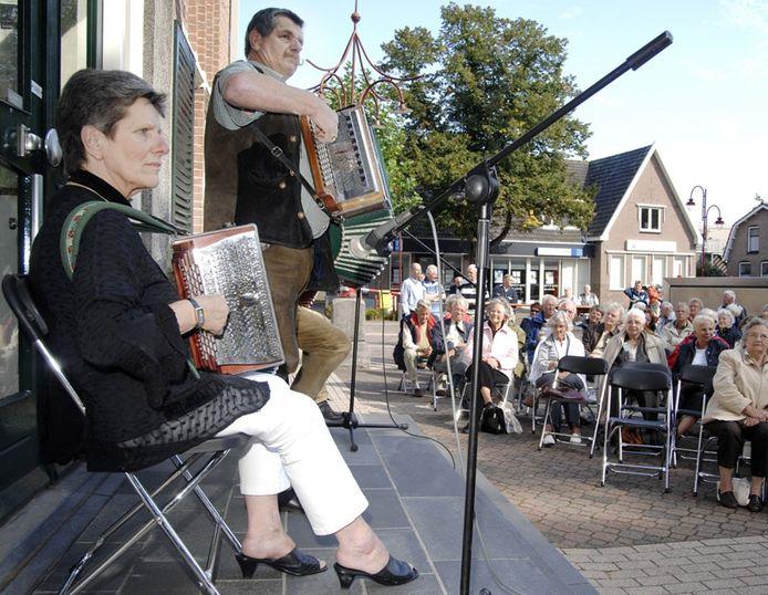 Ter afsluiting van de Waverdag was er een pleinconcert op het Tilanusplein. Dat wordt ook wel het klapstoeltjesconcert genoemd. Foto: Frank Uijlenbroek