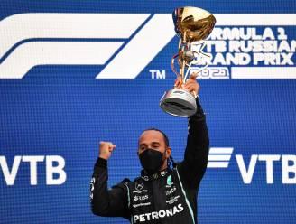 Spektakel in Sotsji door regen: Norris gokt en verliest, Hamilton pakt in slot 100ste zege uit F1-carrière - Verstappen tweede na straffe inhaalrace
