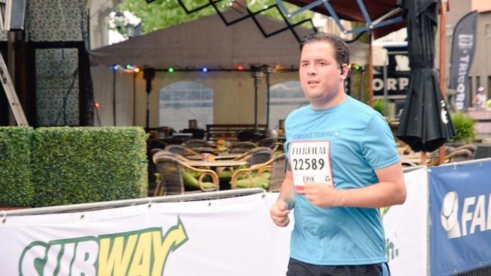 Wethouder Erik de Ridder (CDA) zette zijn beste beentje voort tijdens de 10 kilometer.