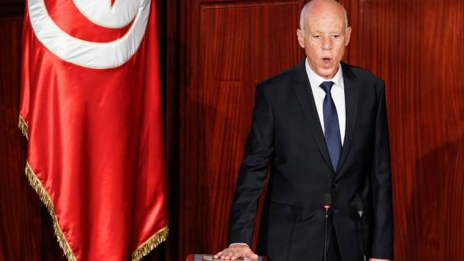 Tunesische president ontslaat ministers van Justitie en Defensie, ook avondklok en samenscholingsverbod afgekondigd
