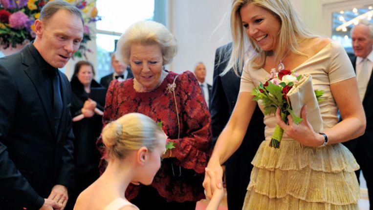 Koningin Beatrix woont dinsdag samen met prins Willem Alexander en prinses Máxima het jubileumgala van het Nationale Ballet bij in het Muziektheater in Amsterdam. Beeld