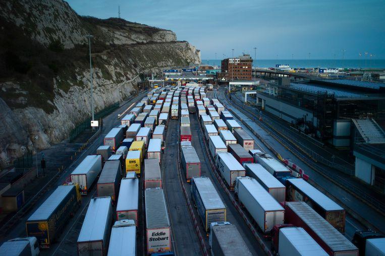 Lange rijen vrachtwagens in Dover, lege schappen in Noord-Ierse supermarkten, bedorven Schotse vis; brexit valt niet mee. Beeld Getty Images