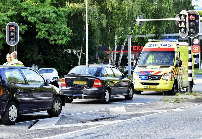 Het ongeluk gebeurde op de kruising van de Ringbaan West en Baroniebaan.