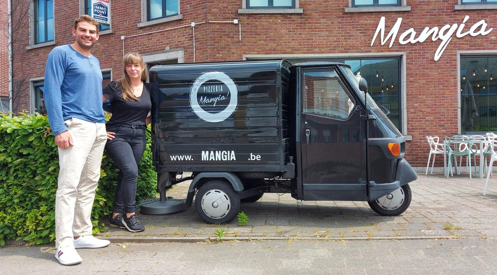Manu en Ellen voor hun nieuwe zaak Mangia!