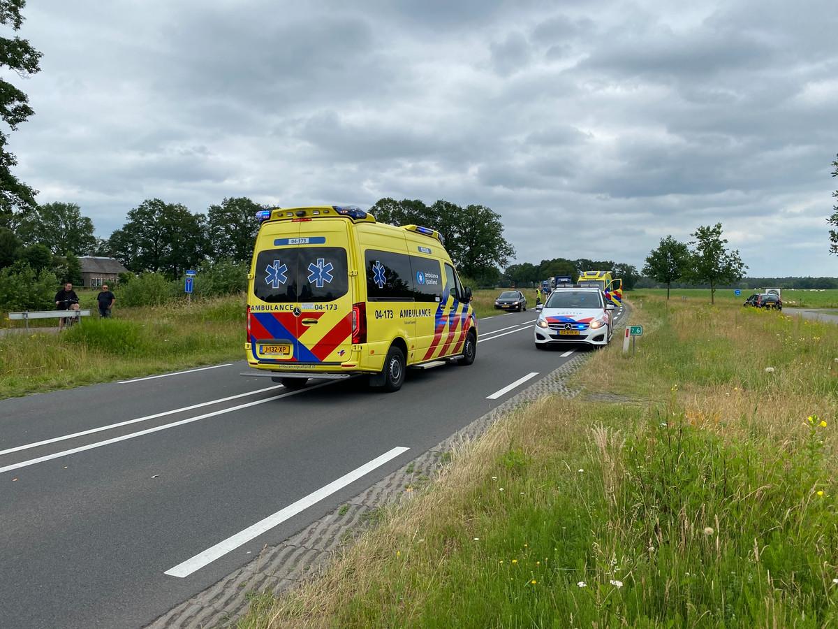 Een fietser raakte vanmiddag gewond bij het oversteken van de Raalterweg (N348) in Wesepe.