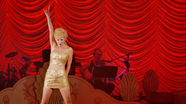 April Kidwell als Nomi Malone in Showgirls! The Musical! Maker Jeffrey McHale noemt haar het hart van zijn documentaire. Beeld