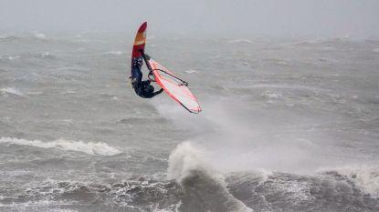 Storm aan zee? Hét moment om de surfplank boven te halen