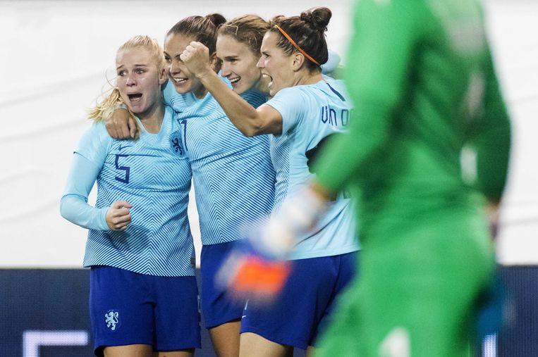 Vivianne Miedema van het Nederlandse vrouwenelftal viert haar 1-0 tegen Zwitserland tijdens de return in de finale van de play-offs om een WK-ticket. Beeld ANP