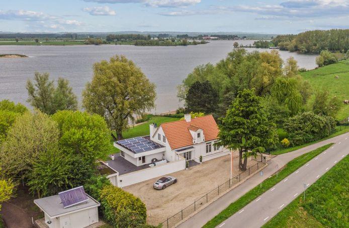 Villa Veerhuis in Maurik staat te koop. Foto: Funda