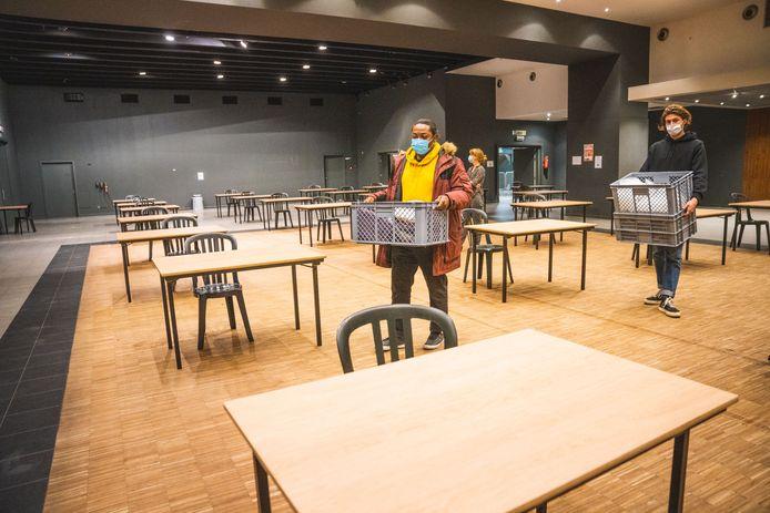 Archiefbeeld: De dagopvang wordt volledig coronaproof georganiseerd in het ICC. Merk op dat de tafels ruim uit elkaar staan.