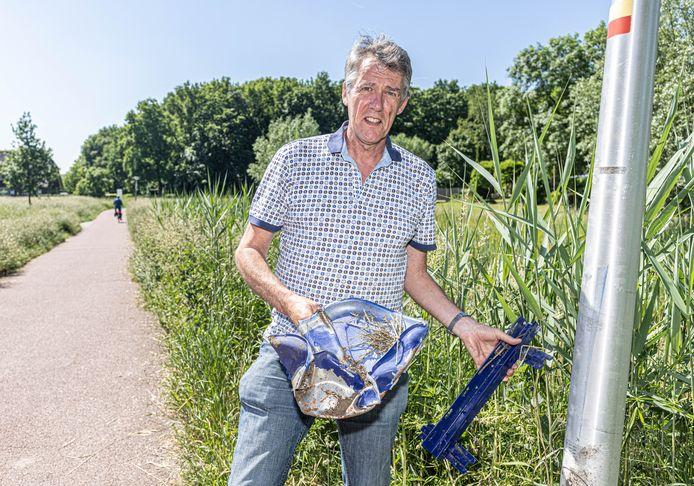 Anton Beijer uit Zwolle Zuid maakt zich zorgen over het vuurwerkvandalisme in zijn buurt. Vorige week werden drie afvalbakken opgeblazen, de brokstukken liggen nog langs de weg.