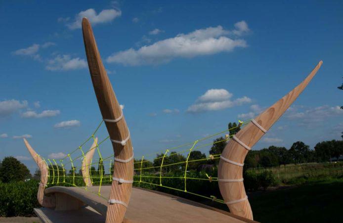 Impressie van de kunstbrug die in Vlijmen Geerpark moet komen.