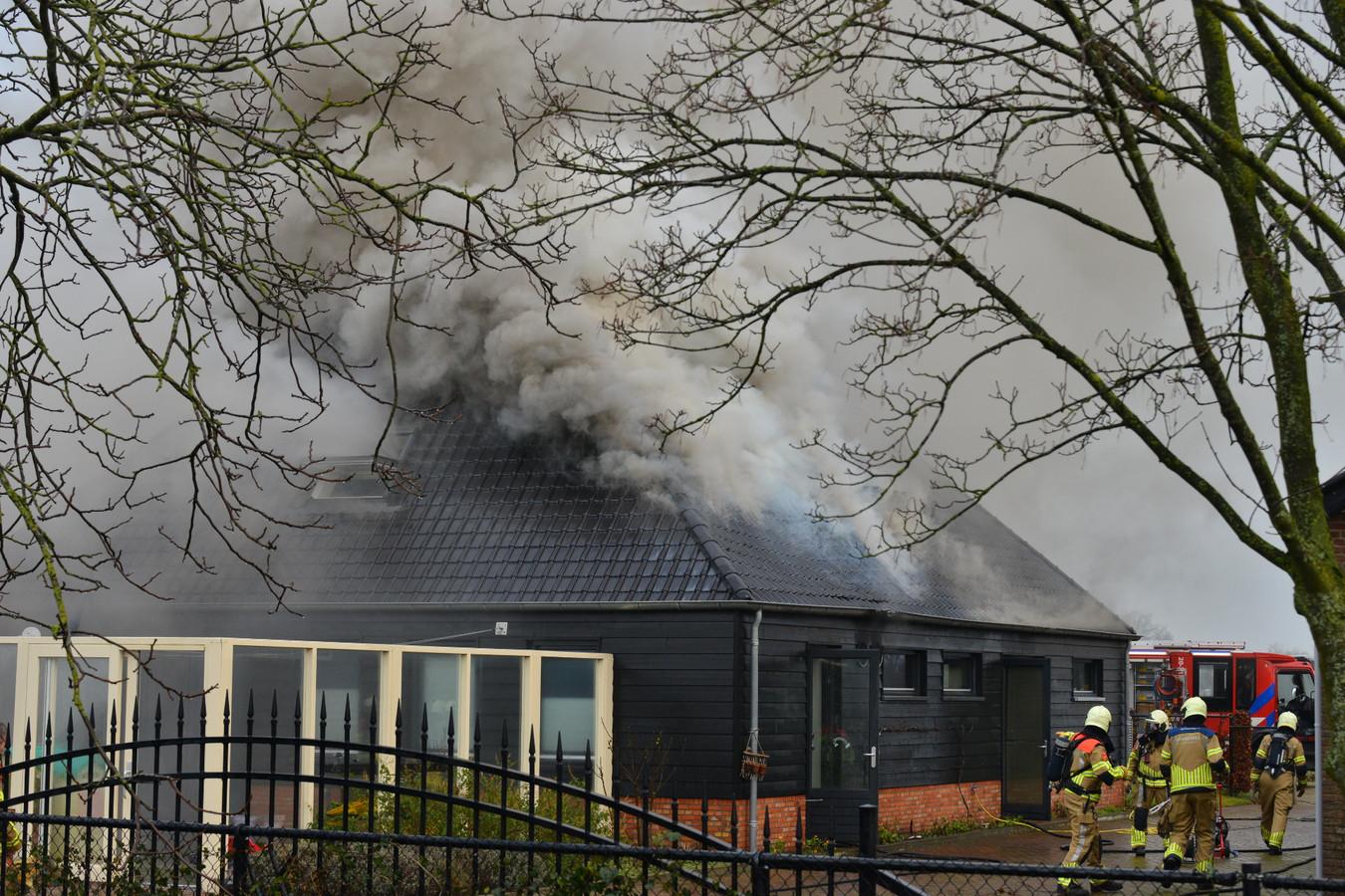 Brand in gebouw met zwembad in Prinsenbeek.