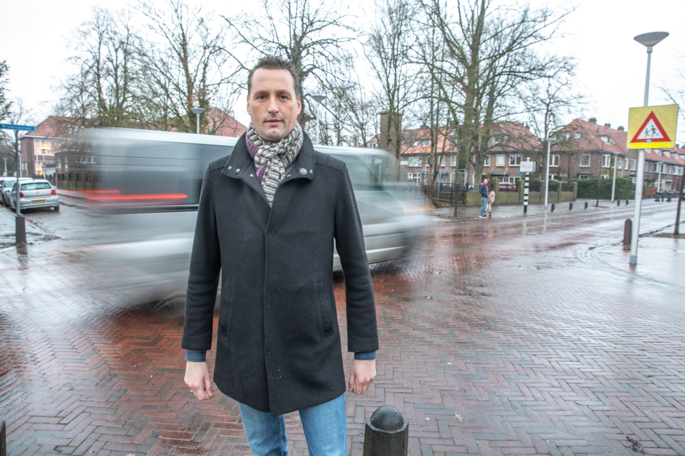 Job Hessel uit Zwolle meldde dit punt aan als onveilige kruising. Er wordt te hard gereden ondanks dat het 30-kilometerzone is en er scholen staan.