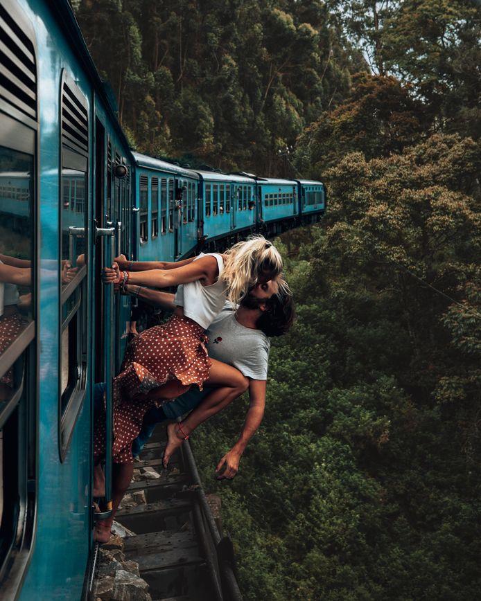 De foto van Camille en Jean die uit een trein hangen in Sri Lanka ging afgelopen week viraal.