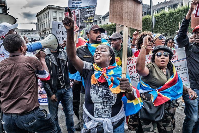 Congolezen betogen tegen het presidentieel bezoek. Beeld Tim Dirven