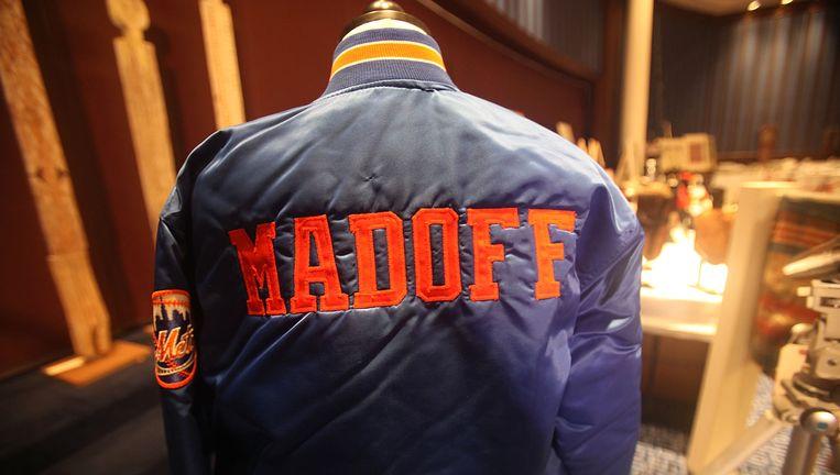 Superfraudeur Bernie Madoff had een gepersonaliseerd vestje van de New York Mets. Het vestje werd samen met andere bezittingen geveild. Beeld AFP