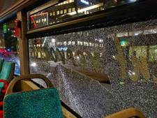Anniek (19) zat in bus die waarschijnlijk beschoten is: 'We zijn maar gaan staan, niemand wilde naast het gebroken raam zitten'