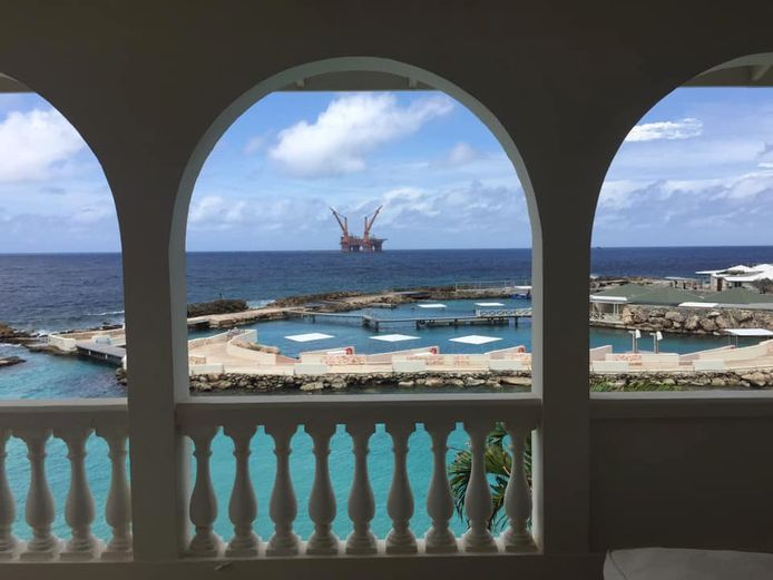 De OOS Gretha voor de kust van Curaçao