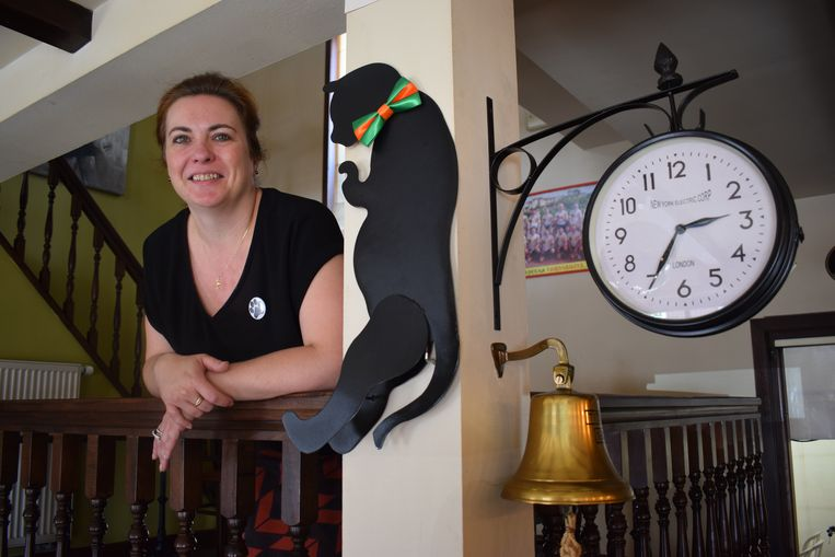 """Cindy De Roo in haar café: """"Ik krijg nu al kippenvel als ik denk aan de dansende mensen op straat!"""""""