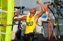 Kiran Badloe viert zijn gouden medaille.