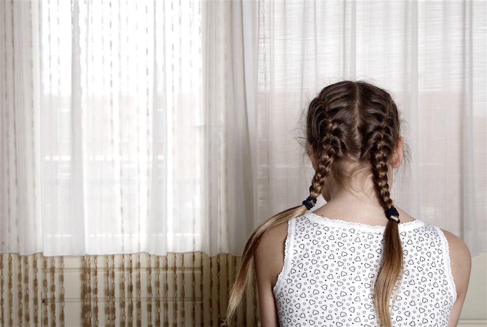 bang eenzaam frustratie geweld huiselijk geweld illustratie kind kindermisbruik kindermishandeling loverboy loverboys misbruik mishandeling nederland straf verdrietig verwaarlozing zielig