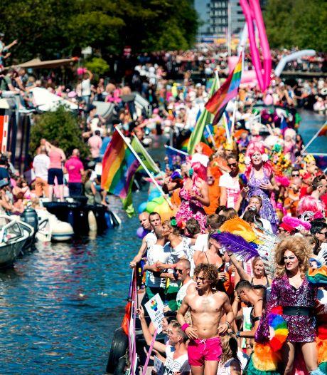 Fototentoonstelling in buitenlucht vanwege 25 jaar Pride