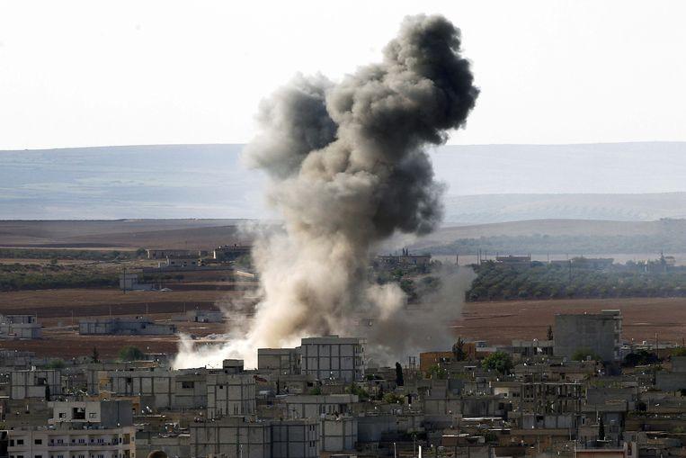 Rook stijgt op na een luchtaanval van de internationale coalitie in Syrië. Beeld getty