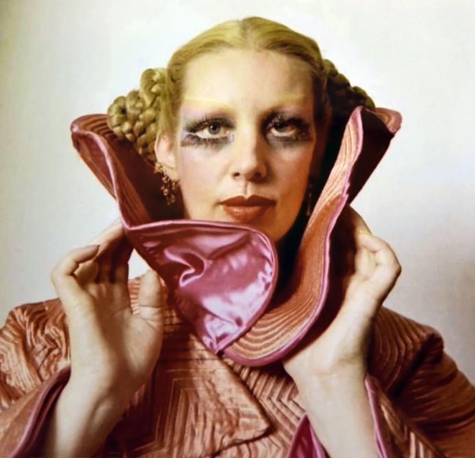 Mathilde de Doelder werd geboren in Terneuzen en trok naar Amsterdam. Daar werd ze de muze van schilder Carel Willink.