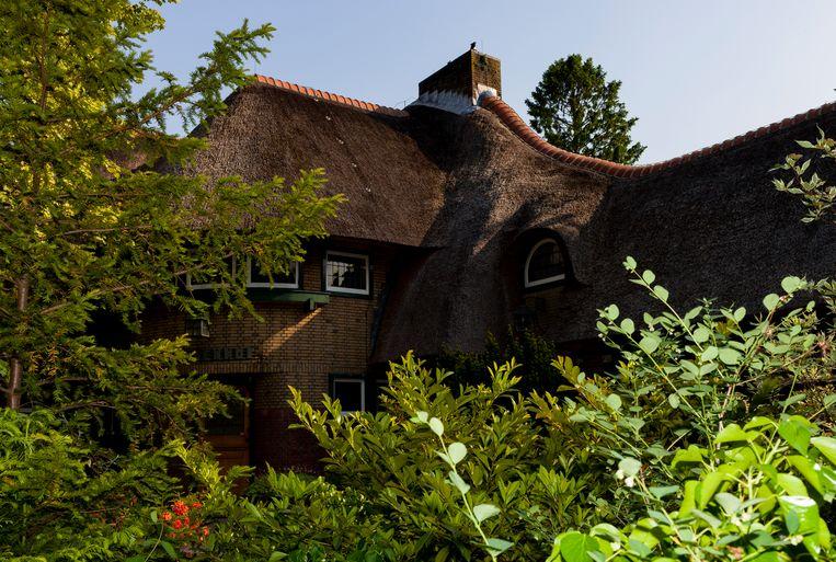 De villa Lindenhof in Haren, de voormalige woning van W.F. Hermans, staat te koop voor 1,5 miljoen euro.  Beeld Renate Beense