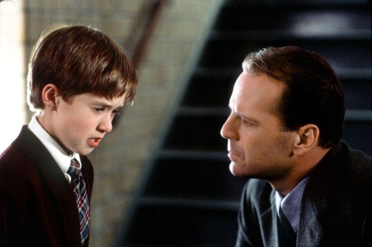 Haley Joel Osment (links) en Bruce Willis in 'The Sixth Sense'. Beeld