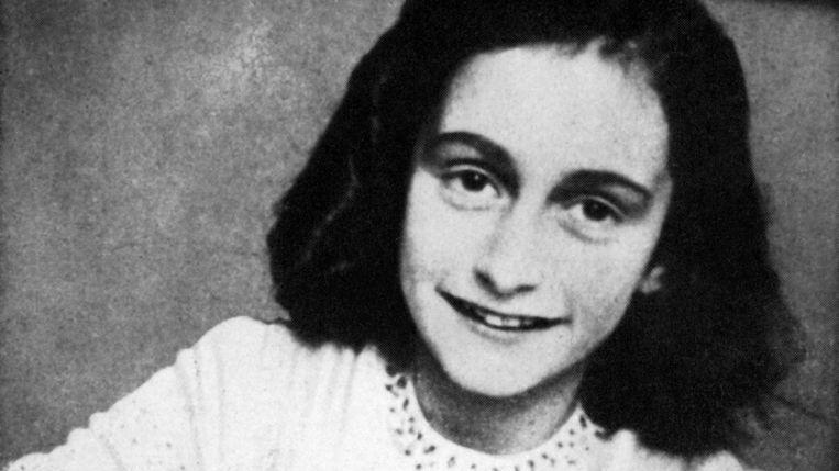 Portret van Anne Frank op 13-jarige leeftijd genomen op 1 januari 1942.  Beeld Anne Frank Stichting