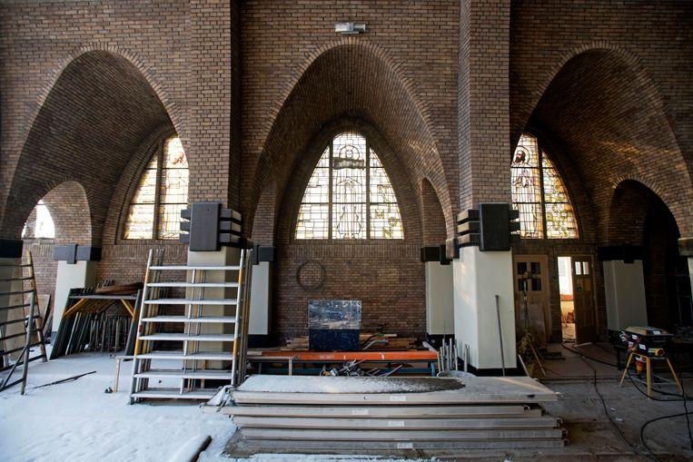 De renovatie van de kerk van de Onze Lieve Vrouwe Geboorte-parochie is in volle gang. Onder meer de achtergevel van het gebouw wordt vervangen door een glazen constructie.  Beeld Olaf Kraak