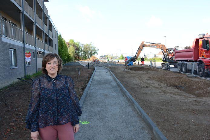 Schepen Lieve Truyman bij de nieuwe parking in de Rik De Rycklaan.
