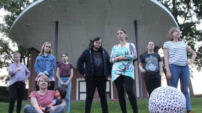 Toneelvereniging Plankenkoorts speelt voorstelling in muziekkoepel Winssen