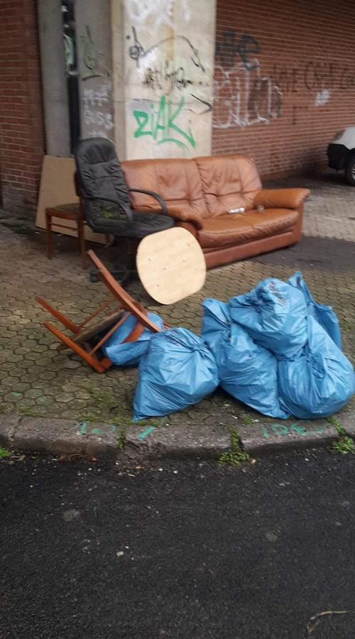 Dépôts clandestins à l'angle de la rue du Garde-Barrière et de la rue Chet à Montignies-sur-Sambre (Charleroi)