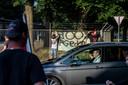 Protesten tegen komst 800 vluchtelingen uit Afghanistan die ondergebracht zijn in plaatselijke kazerne.