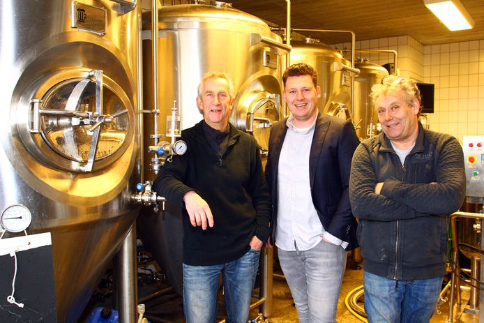 Van links naar rechts Henry Thissen, Fokke en PietKees Roeland.