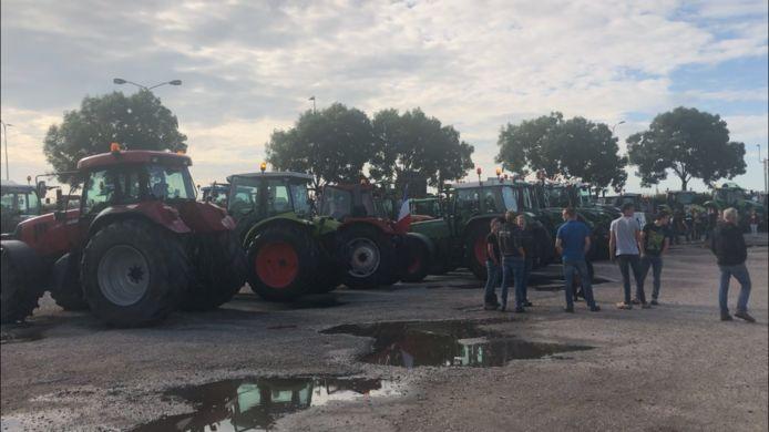 De Gelderse agrariërs werden bij Bunnik van de weg gehaald door de politie.