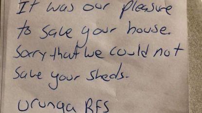 """""""Je hebt nog melk tegoed van ons"""": Australische brandweermannen die net huis van vlammen gered hebben, laten beleefd briefje achter"""