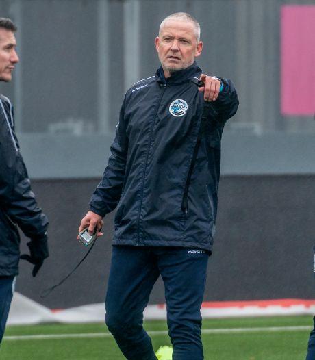 Chaos bij FC Den Bosch: tien coronagevallen, zes blessures en een schorsing, zelfs assistent Paul Verhaegh als wissel op de bank