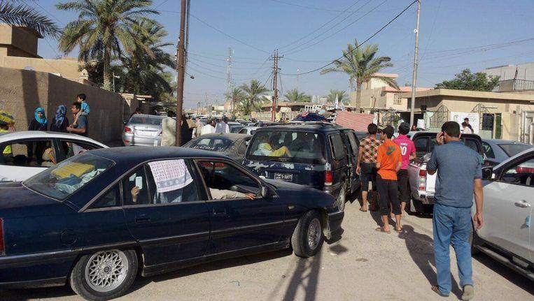 Inwoners ontvluchten de stad Ramadi. Beeld AP
