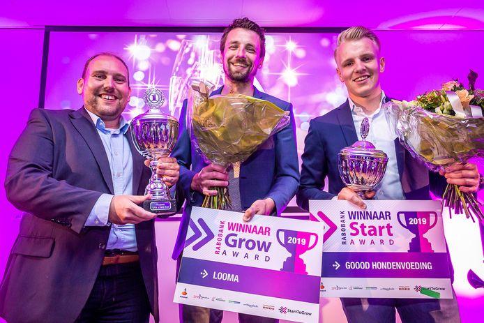 De winnaars van de StartToGrow Awards 2019 Robert Breedveld en Pieter Dekker (Looma B.V.) en rechts Twan Tak (Goood hondenvoeding) Foto Koen Mol
