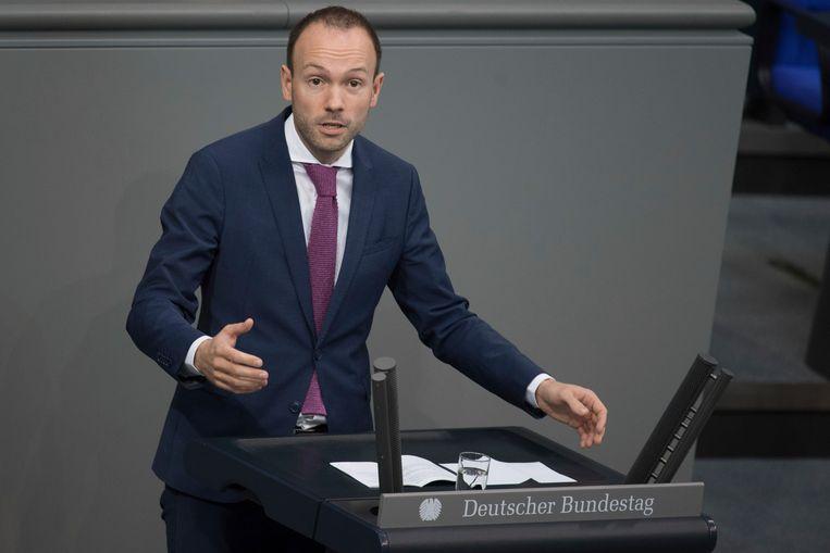 Nikolas Löbel (CDU) werd 250duizend euro rijker met dank aan de in Duitsland verplichte mondkapjes.  Beeld AP