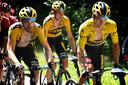 Het beeld van de derde etappe: het geel en zwart van Team Jumbo-Visma.