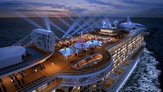 Fenomenaal cruiseschip pakt uit met doorzichtige 'seawalk' boven de golven