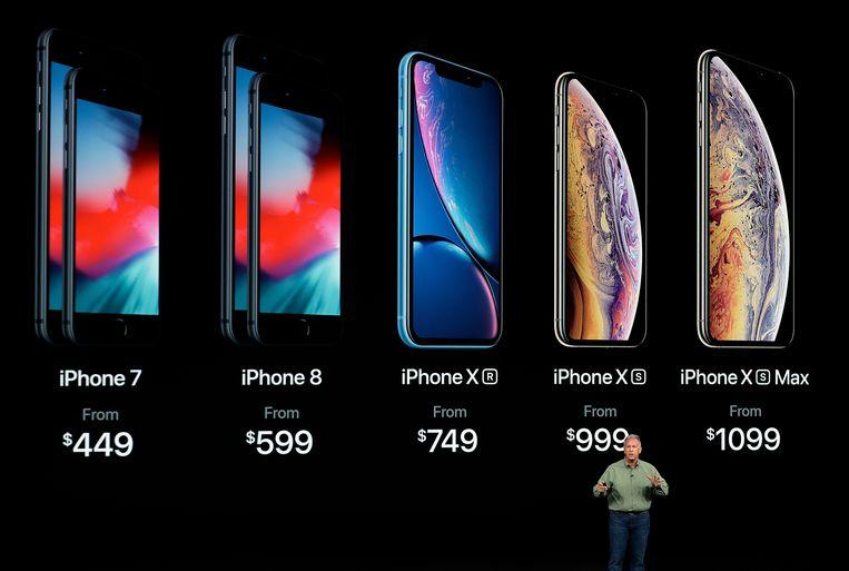 De voorstelling van de nieuwste iPhones. De vraag is hoe lang je eigenlijk kan doen met je iPhone vooraleer die écht gedateerd is. Beeld AP