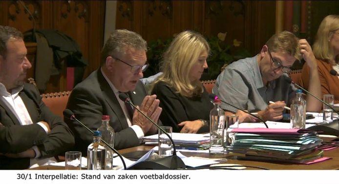 Burgemeester Dirk De fauw sloeg de handen in elkaar tijdens zijn vraag